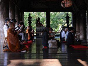 長谷寺 祈りの回廊(朝の勤行)
